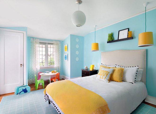 Светлая спальня в голубом цвете