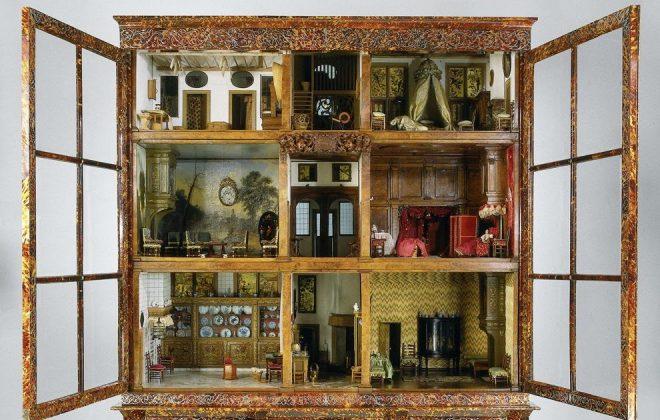 Кукольный дом из старого шкафа