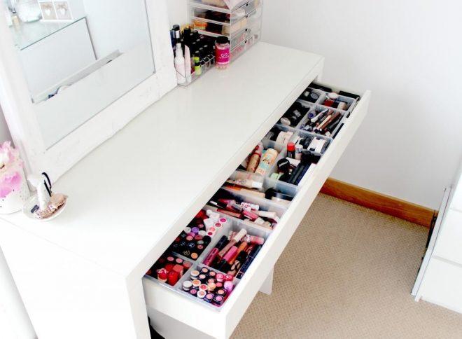 Ящик стола визажиста