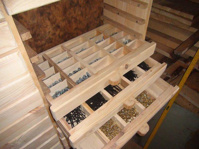 Ящик с деревянными разделителями