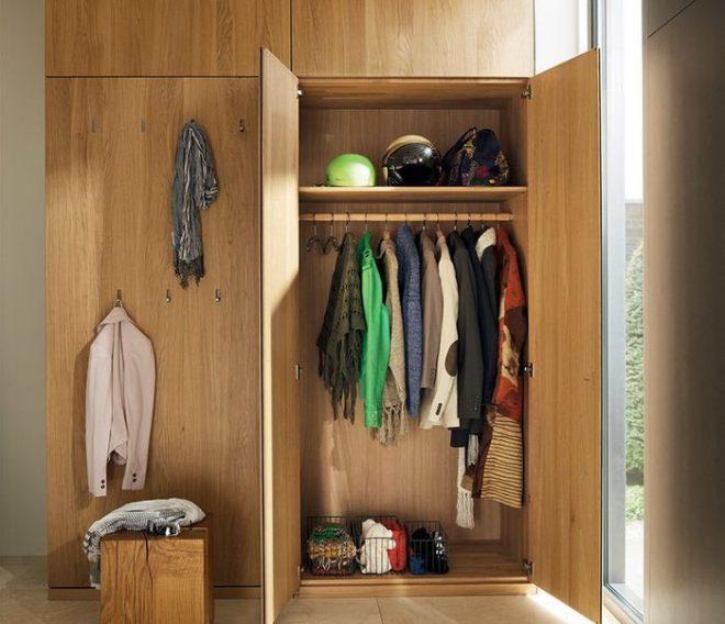 Шкаф с дверцами для хранения верхней одежды