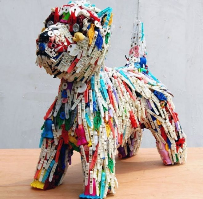 Собака из пластиковых отходов