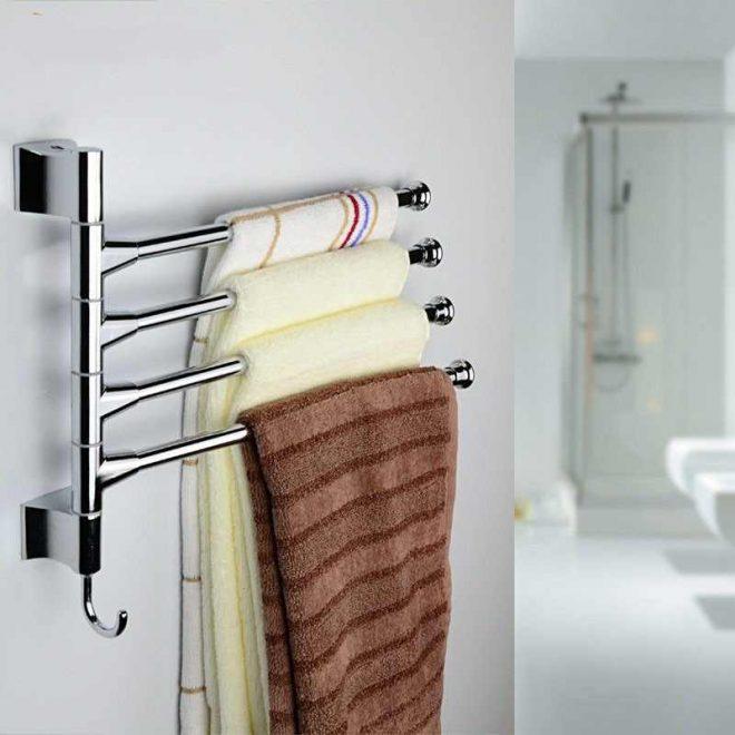 Полотенца на вешалке в ванной