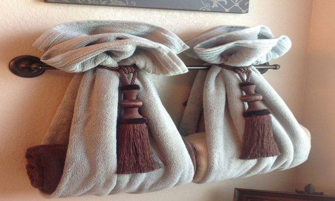 Полотенца на вешалках