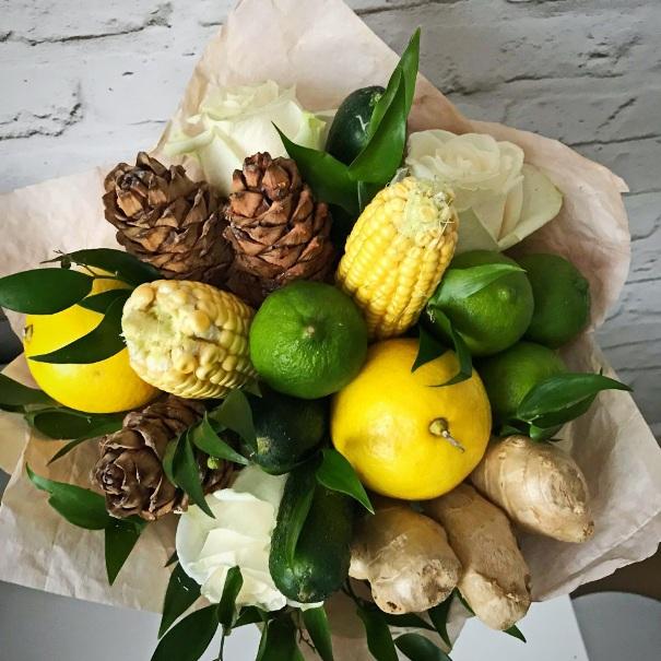 Букет из кукурузы, имбиря, лимона и шишек