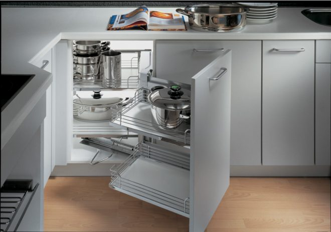 Выдвижная система на кухне
