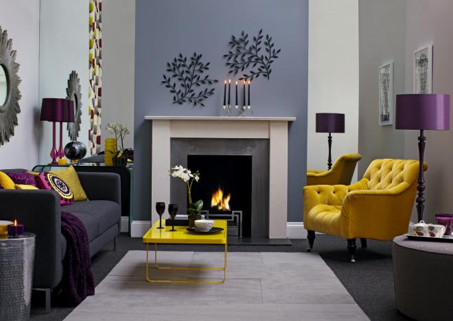 Тёмно-серый диван и жёлтое кресло