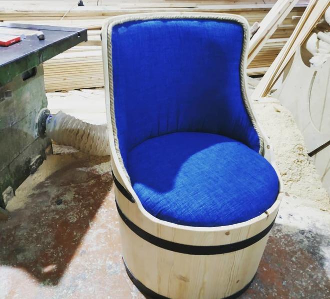Стул с мягким сиденьем из бочки