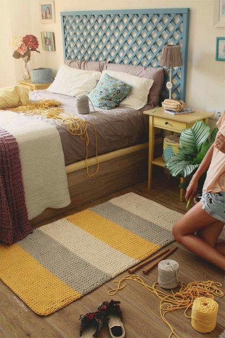 Прикроватный вязаный коврик