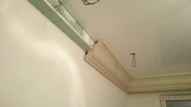чем закрыть провода на потолке