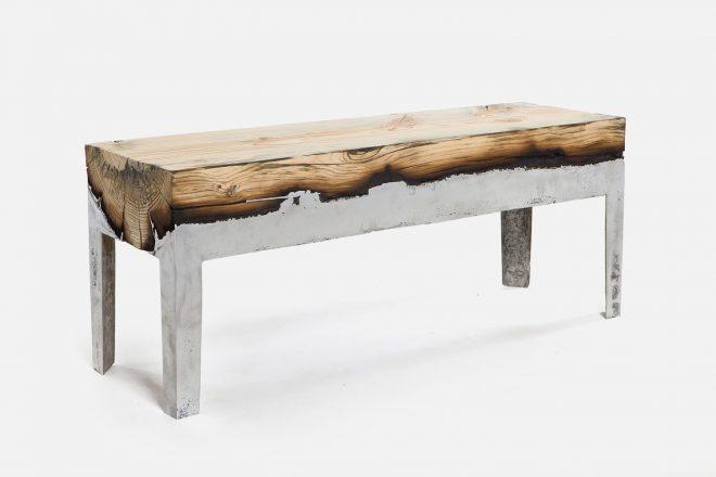 Скамья из дерева и алюминия