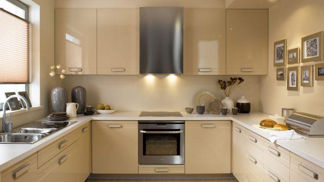 кухонный гарнитур под бежевые обои