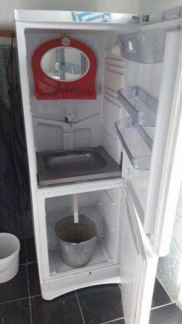 умывальник из старого холодильника