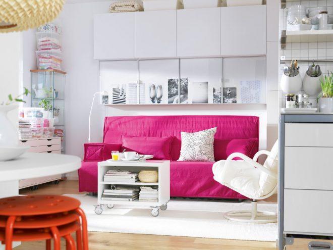 Розовый диван от Икеа
