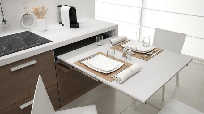 Стол на маленькой кухне