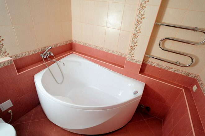 Угловые ванны в хрущёвке