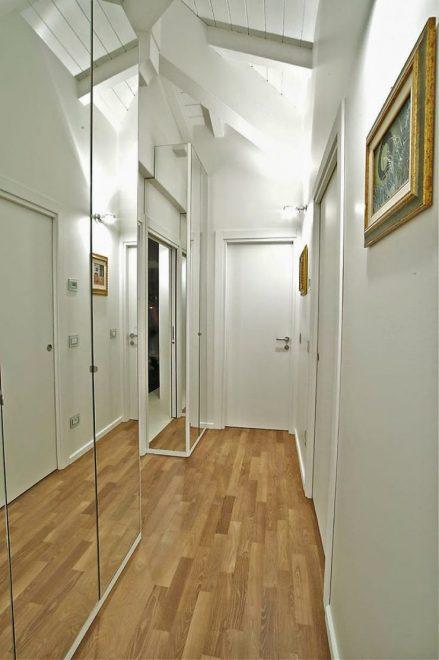 Гардероб в узком коридоре