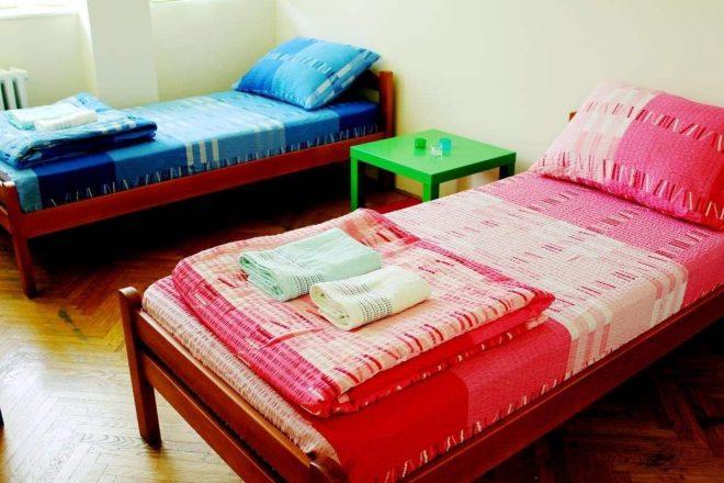 как красиво заправить односпальную кровать