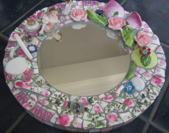 Декор зеркала осколками вазы