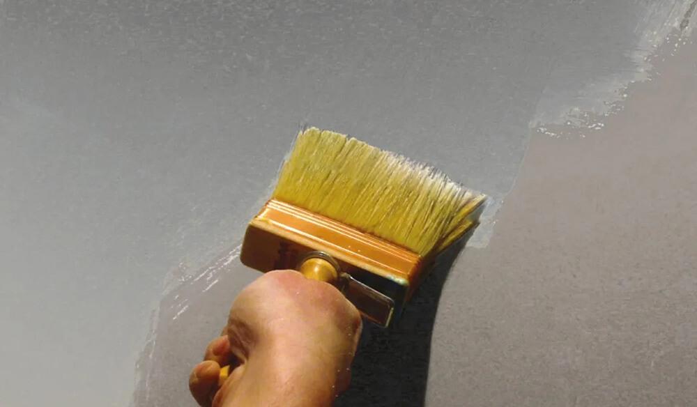 Окраска потолка кистью
