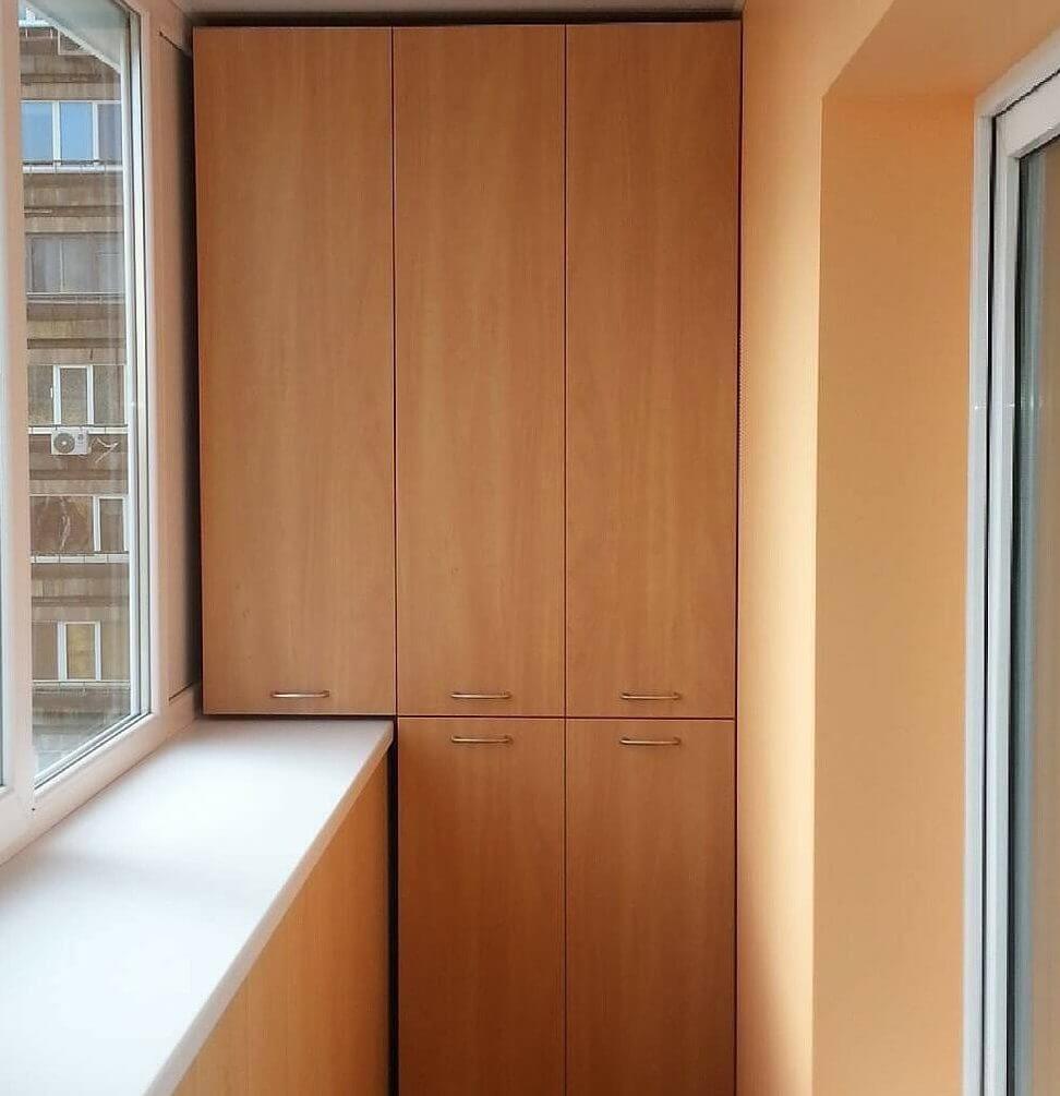 Распашной шкаф